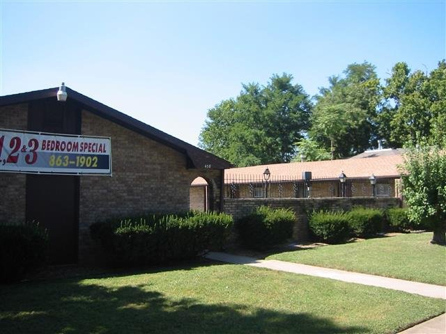 main picture of apartment for rent in springfield mo